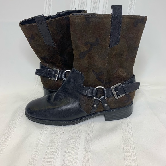 97035a5e27a4 AEROSOLES Shoes - Arosole Black Camo Leather Booties Shoots Size 7